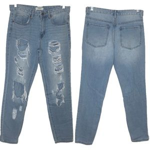 F21 HIGH WAISTED DISTRESSED LIGHT WASH MOM JEANS